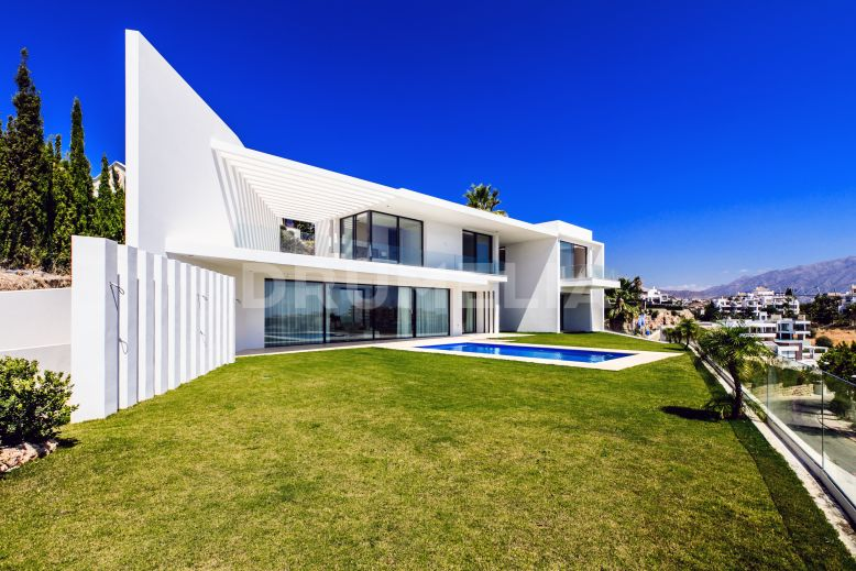 Benahavis, Imposing New Luxury Villa in High-tech Style in Capanes Sur