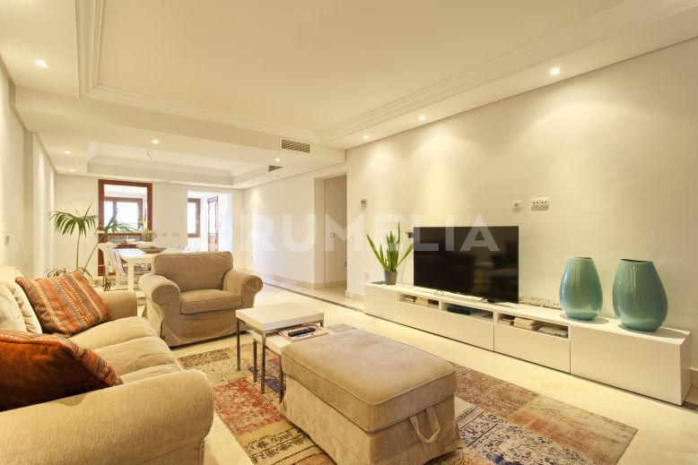 Estepona, Immaculate Frontline Beach Penthouse in Mar Azul, New Golden Mile, Estepona