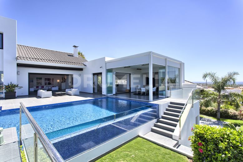 Benahavis, Stunning New Contemporary Style Villa in Los Flamingos Golf Resort