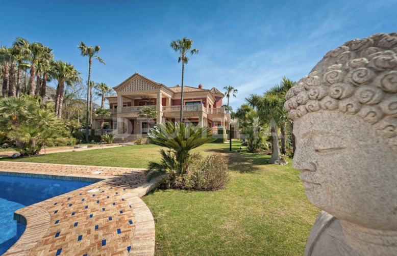 Marbella Golden Mile, Extraordinary Majestic Grand Villa with Views in Sierra Blanca