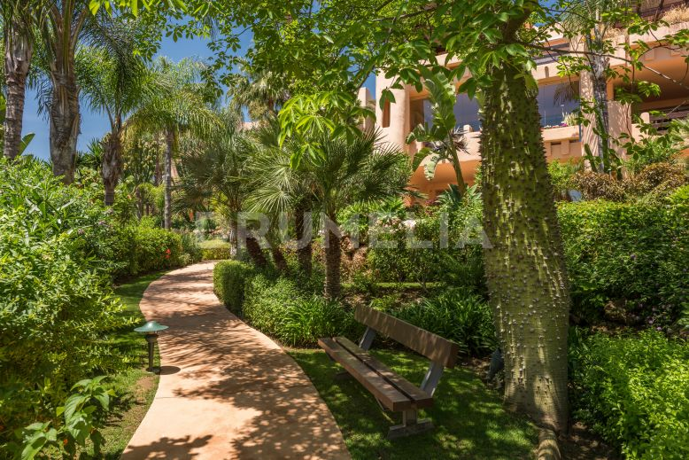 Marbella Golden Mile, Elegant Tasteful Apartment for Rent or Sale in elite Mansion Club