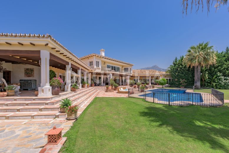 Benahavis, Exquisite, Elegant High- End Villa in Vega del Colorado