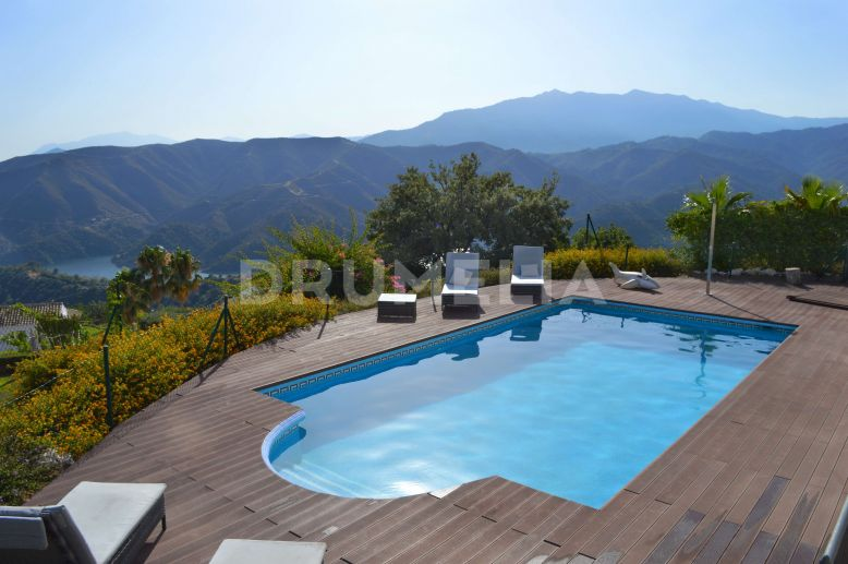Istan, Marvellous RenovatedVilla in Sierra Blanca Country Club, Istán
