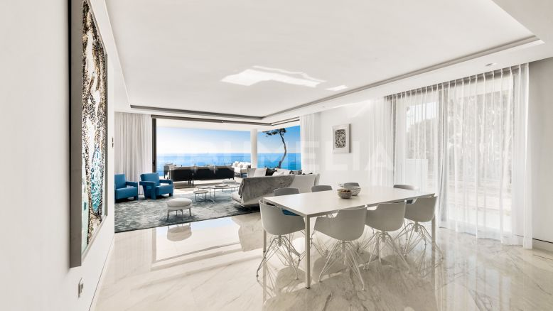 Estepona, New Large Beachfront Apartment with Incredible Sea Views, Estepona
