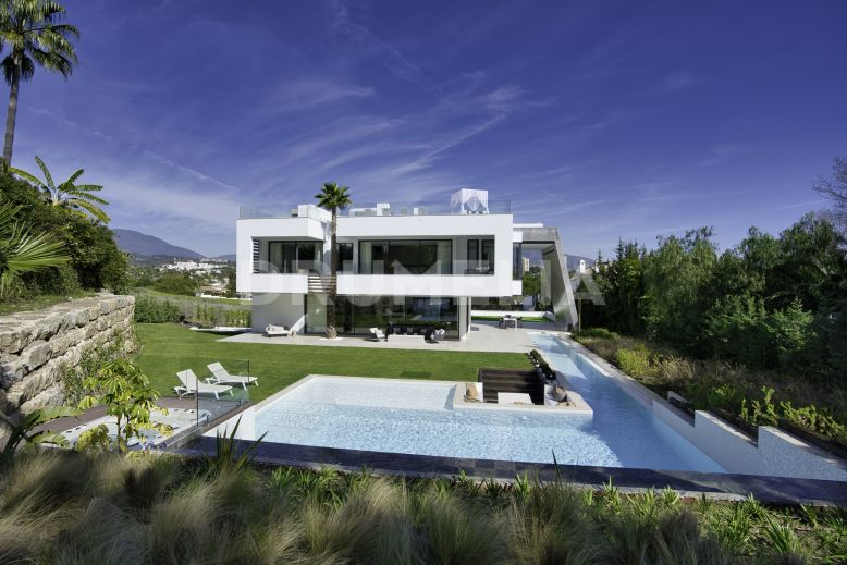 Nueva Andalucia, Beautiful New Contemporary Villa overlooking La Concha in Nueva Andalucía