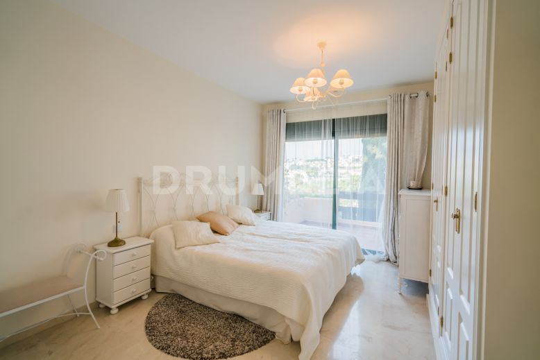 Estepona, Delightful Apartment with Open Views, El Campanario, New Golden Mile, Estepona