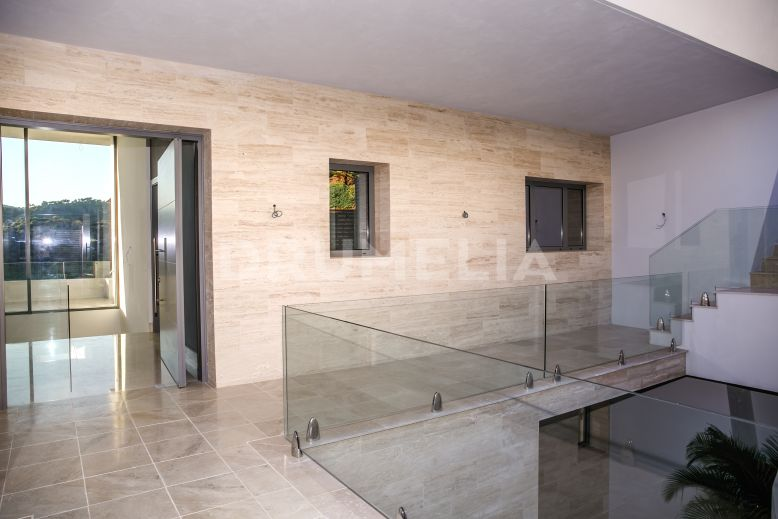 Benahavis, New Elegant Contemporary Style Luxury Villa in Los Arqueros, Benahavis