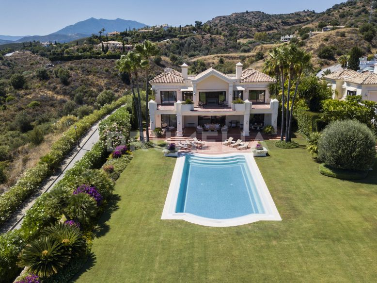 Marbella Golden Mile,  Imposing Classic Villa with Sea Views in the Exclusive Marbella Hill Club