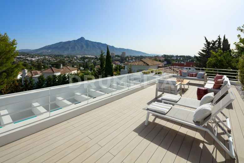 Nueva Andalucia, Brand New Villa in The Heart of Nueva Andalucia