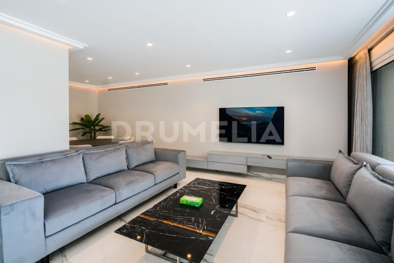 Marbella, Stylish Renovated Frontline Beach Modern Apartment Overlooking Africa, Marbella