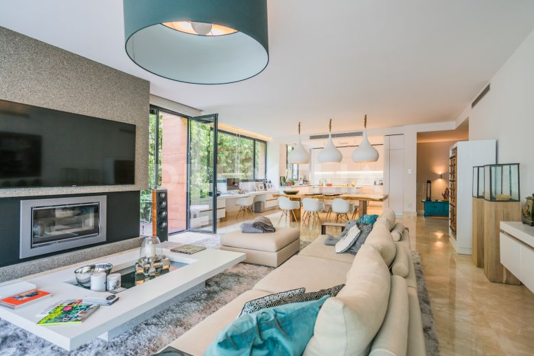 Marbella Golden Mile, Elegant Modern Ground Floor Duplex in Reserva de Sierra Blanca