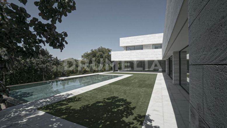 Sotogrande, Spectacular New Modern Luxury Villa Close to Golf in Sotogrande Alto