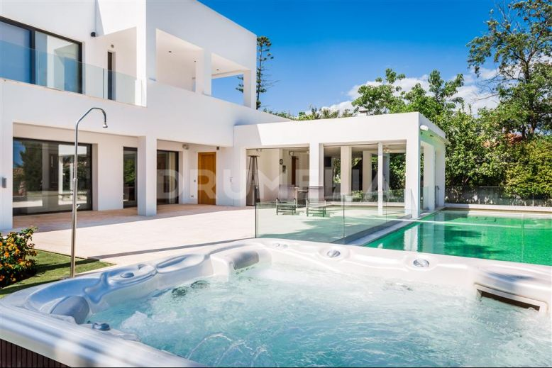 Estepona, Stunning Contemporary High-End Villa, Atalaya, Estepona