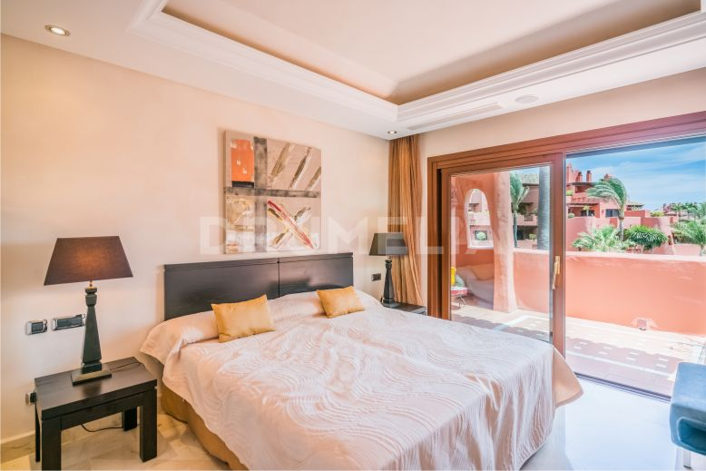 Estepona, Wonderful Luxury Beachfront Duplex, Torre Bermeja, Estepona