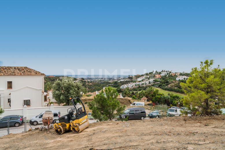 Benahavis, Superb Very Large Plot with Panoramic Sea Views to Africa in La Quinta