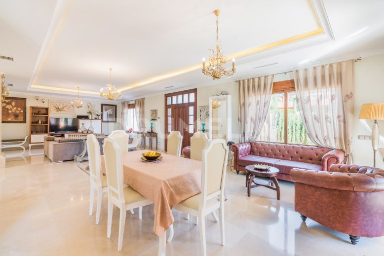 Marbella Golden Mile, Brand-New Elegant Villa in Altos de Puente Romano, Marbella Golden Mile