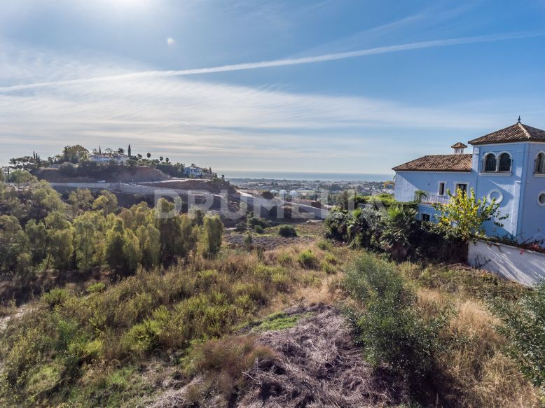 Benahavis, Remarkable Large Plot for Construction with Sea Views in Monte Halcones