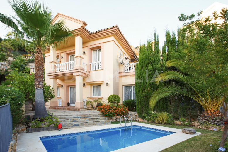 Istan, Elegant Style Luxury Semi Detached Villa, Sierra Blanca Country Club, Istan
