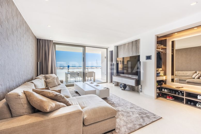 Marbella - Puerto Banus, Unique, Chic Modern Hollywood-Style Apartment in glorious Puerto Banus, Marbella