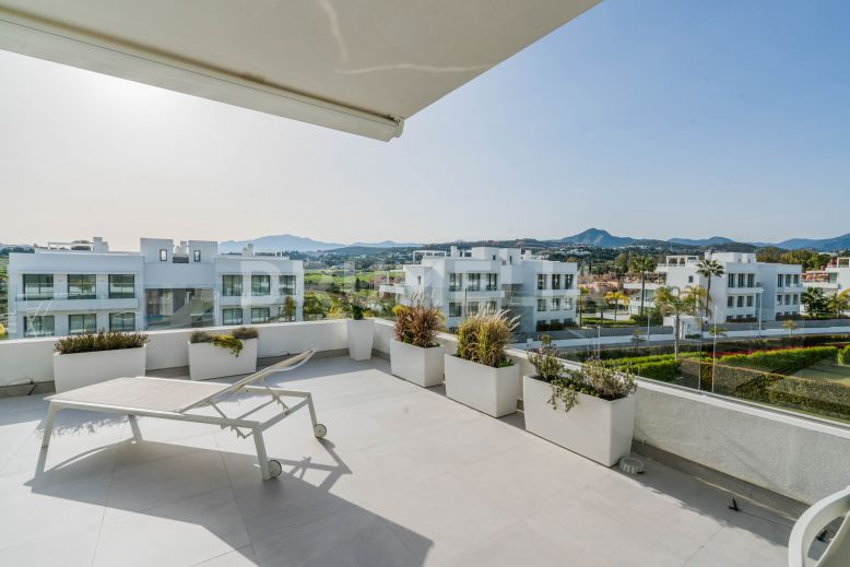 Estepona, New Luxury Super Stylish Apartment Designed in Chic White, New Golden Mile