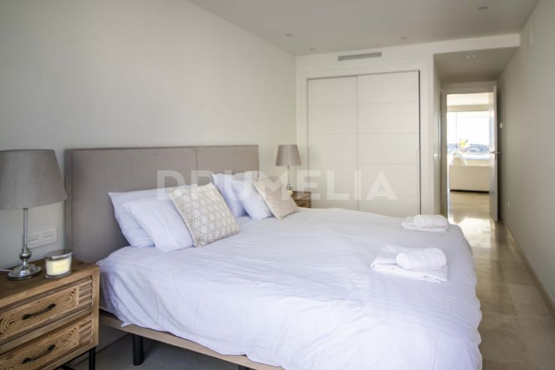 Nueva Andalucia, Modern Renovated Apartment with Panoramic Views in Nueva Andalucía