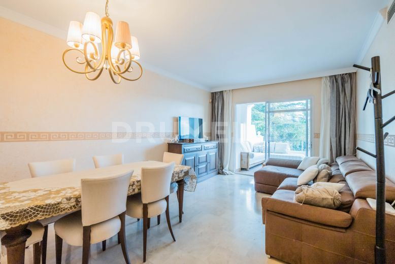 Nueva Andalucia, Delightful bright and Airy Apartment in Aloha Gardens, Nueva Andalucía
