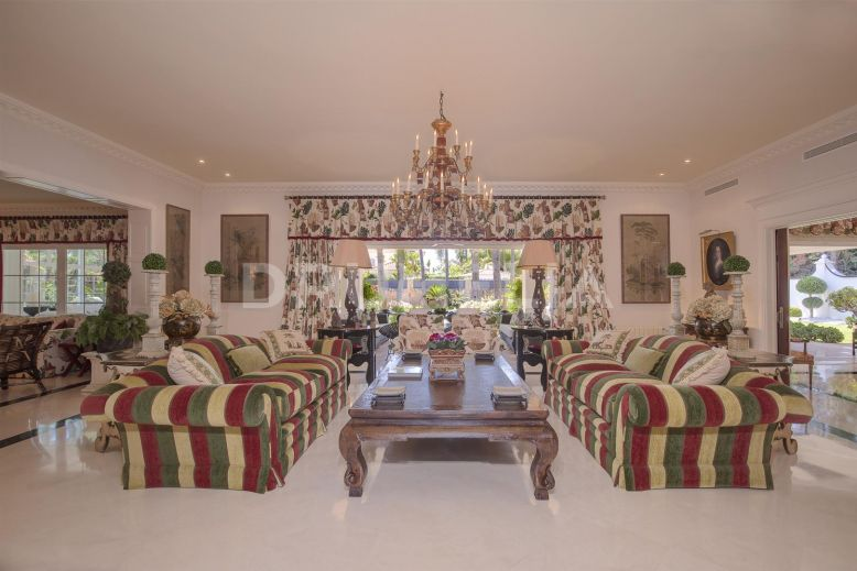 San Pedro de Alcantara, Stunning Classic Beachside High- End Villa in Guadalmina Baja