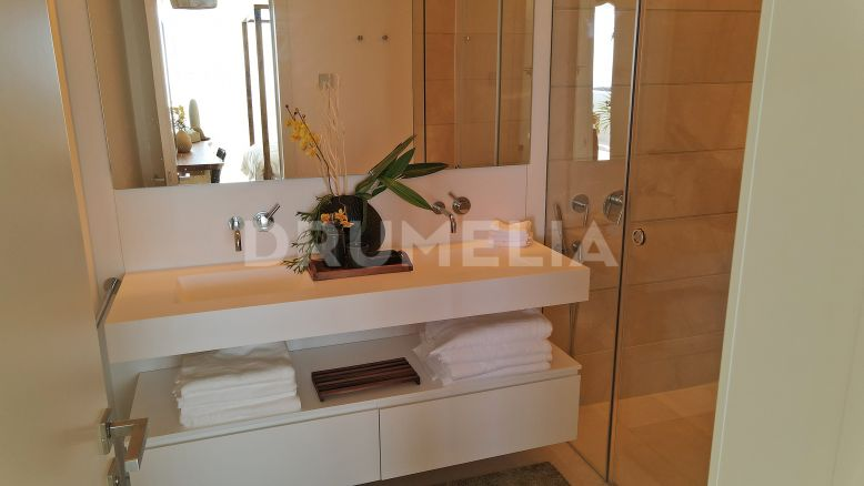 Marbella, Brand- New Modern Turnkey Apartment with Sea Views in Palo Alto, Ojen-Marbella