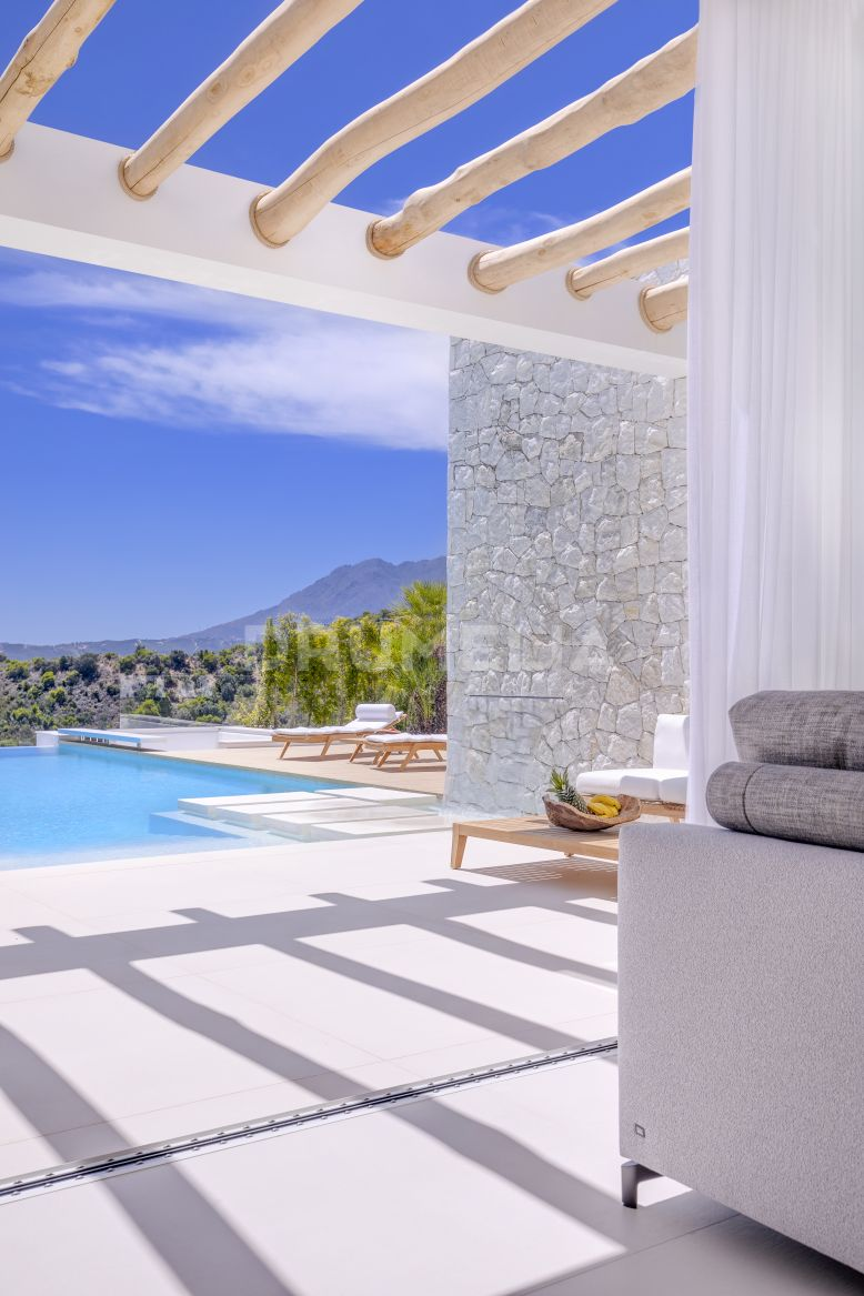 Estepona, Brand-New Stunning Eco-friendly Luxury Villa in Selwo, Estepona