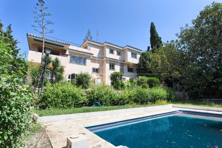 Sierrazuela, Mijas, villa in need of reform for sale