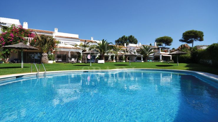 Townhouse for sale in Marbella East at just 30 meters to the beach
