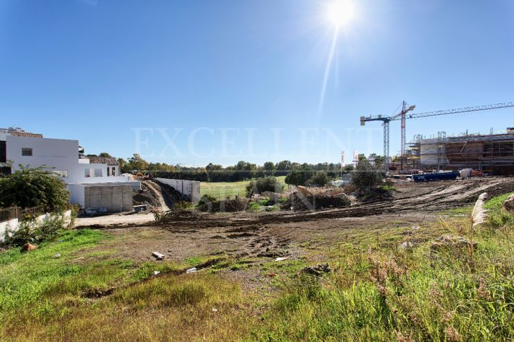 Building plot for sale in La Alqueria, Benahavis, Costa Del Sol