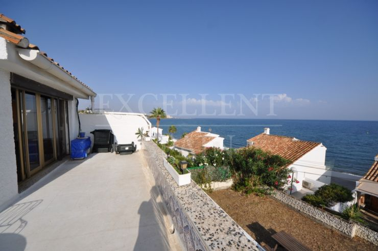 Arena Beach, Estepona, villa to renovate at 20 meters to the beach with great sea views