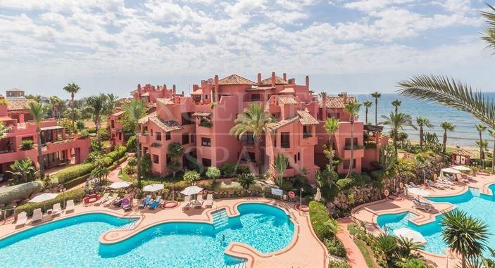 Frontline beach penthouse Menara Beach, New Golden Mile, Estepona for sale
