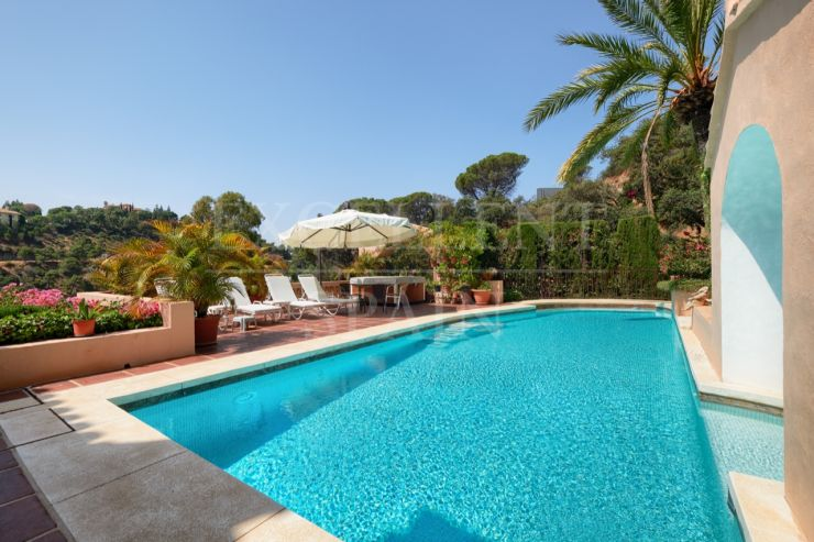 El Madroñal, Benahavis, tradicional style villa for sale