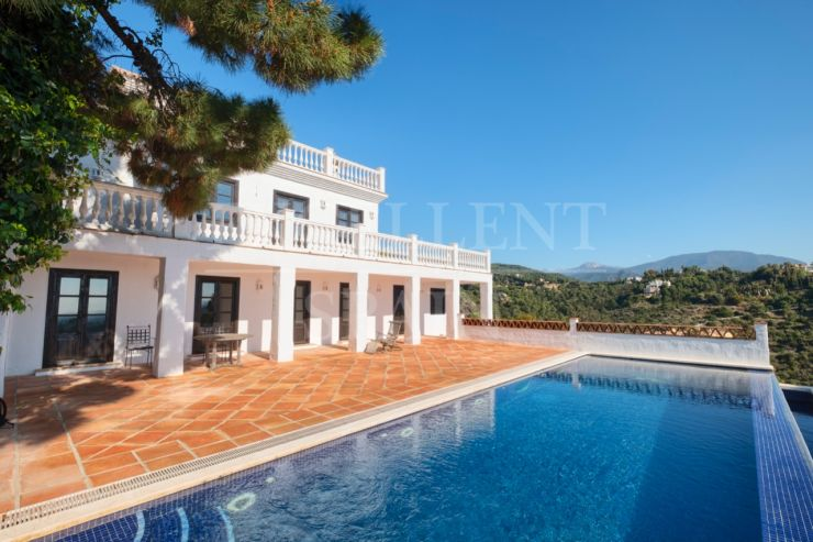 Classic style villa for sale in El Madroñal (entrance 2), Costa del Sol