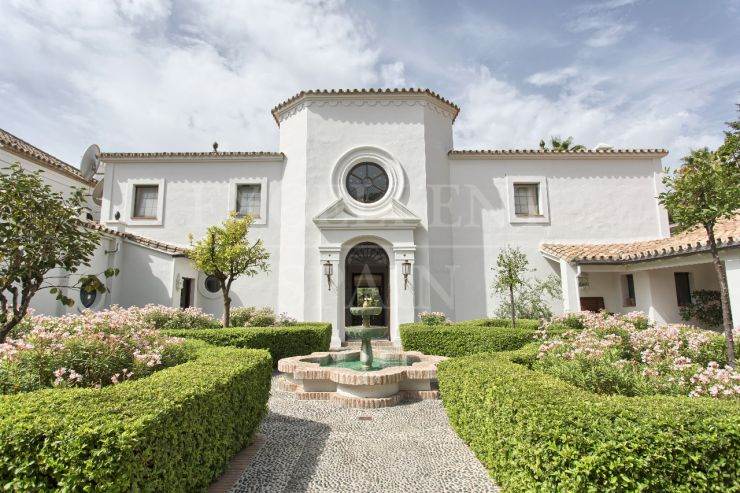 Mansion for sale in Guadalmina Baja, Marbella
