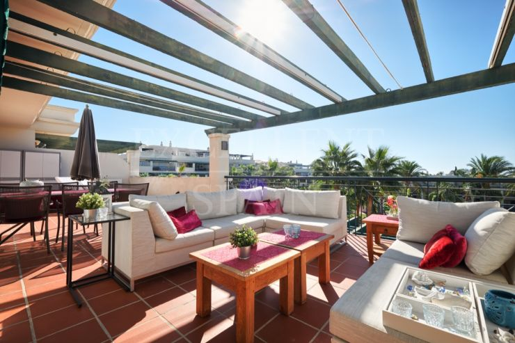 Lorcrimar IV, Nueva Andalucia, Penthouse for sale with sea views
