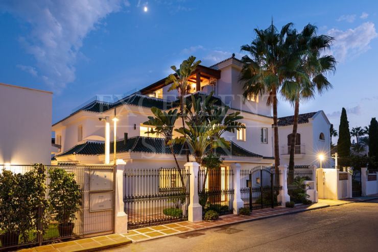 Puente Romano, Golden Mile, Marbella, second line villa for sale