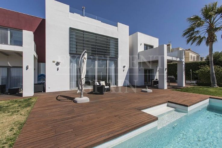 Contemporary villa te koop in Los Flamingos Golf met panoramisch zeezicht