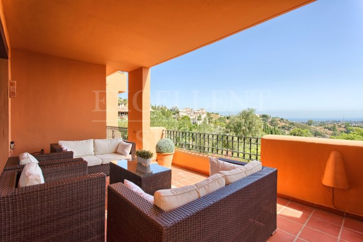 Puerto del Almendro, Benahavis, apartment with beautiful sea views for sale