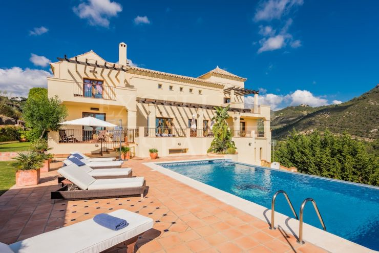 Spacious villa in classical style in Monte Mayor Country Club, Benahavis