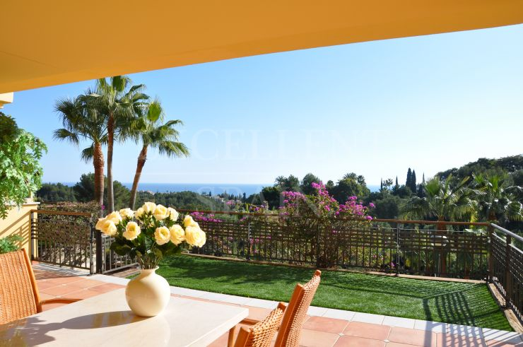 Condado de Sierra Blanca, Marbella, exclusive apartment with a panoramic view to the sea for sale