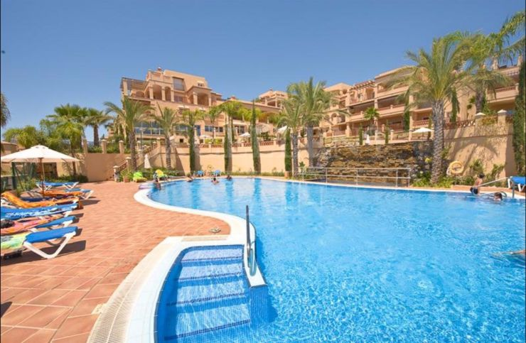 Marques de Atalaya, Estepona, Costa del Sol, spacious apartment for sale