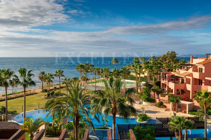 Mar Azul, Estepona, beachfront apartment with sea views for sale