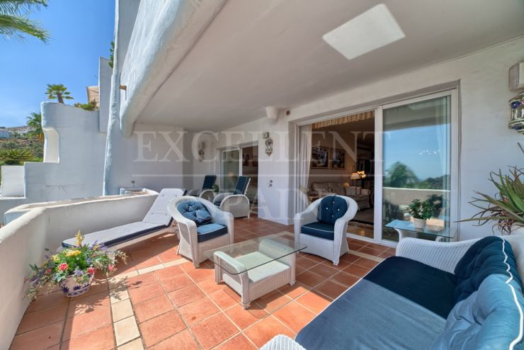 Lomas de la Quinta, Benahavis, Costa del Sol, corner apartment with lots of sun