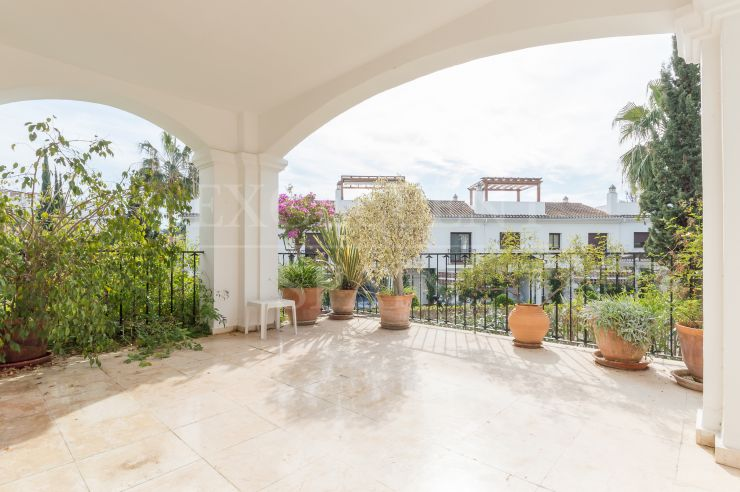 Señorio de Marbella, Golden Mile, licht appartement te koop