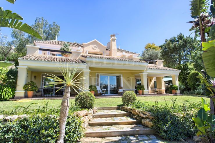 Puerto del Almendro, Benahavis, villa for sale