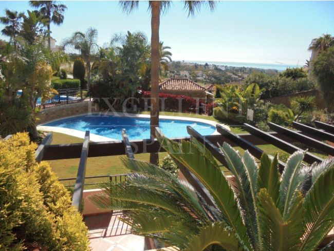 Albatross Hill Club, Nueva Andalucia, apartment with sea views for sale