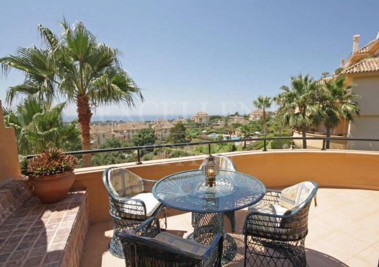 Elviria Hills, Marbella East, apartment for sale with sea views